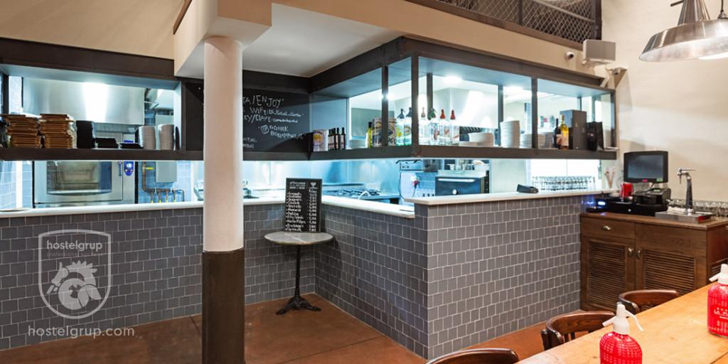 interior-restaurant-la-puntual-carrer-montcada-barcelona