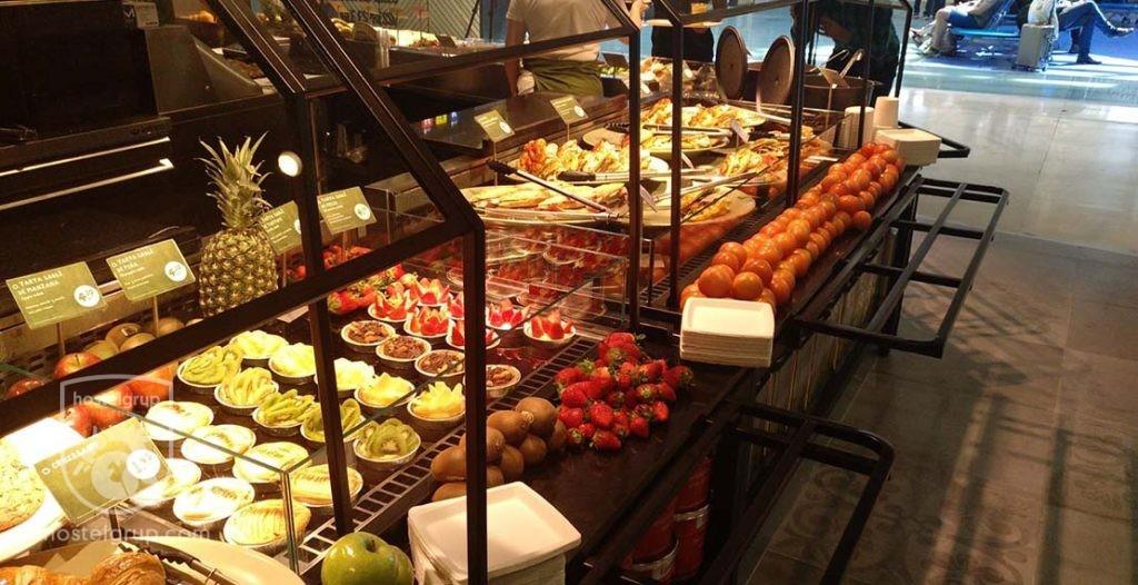 Mostrador del Restaurante La Place del Aeropuerto de Madrid en la terminal 4